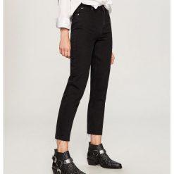 Jeansy z wysokim stanem - Czarny. Niebieskie spodnie z wysokim stanem marki Reserved, z podwyższonym stanem. Za 119,99 zł.