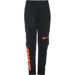 Nike Performance PANT Spodnie treningowe black/hyper crimson. Brązowe spodnie chłopięce marki N/A, w kolorowe wzory. W wyprzedaży za 127,20 zł.