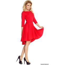 90-4 Sukienka z rękawkiem 3/4 i dłuższym tyłem. Niebieskie sukienki z falbanami marki Pakamera, z bawełny. Za 160,00 zł.