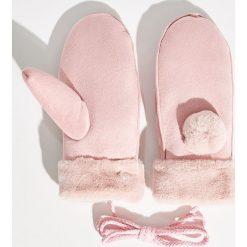 Rękawiczki z pomponem - Różowy. Czerwone rękawiczki damskie Sinsay. Za 29,99 zł.