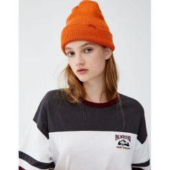 Koszulka z panelem i haftem. Szare t-shirty damskie Pull&Bear, z haftami. Za 49,90 zł.