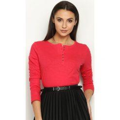 Czerwona Bluzka Craze. Czerwone bluzki asymetryczne Born2be, z okrągłym kołnierzem, z długim rękawem. Za 24,99 zł.