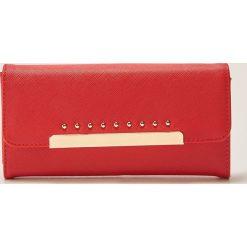 Portfele damskie: Duży portfel z metalowym zapięciem – Czerwony