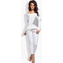 Biały Luźny Sweter z Szerokim Dekoltem. Czerwone swetry klasyczne damskie marki Molly.pl, l, z jeansu, biznesowe, z dekoltem na plecach, z długim rękawem. Za 108,90 zł.