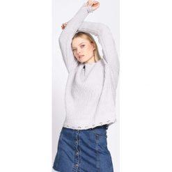 Jasnoszary Sweter No Gravity. Szare swetry klasyczne damskie Born2be, l, z okrągłym kołnierzem. Za 69,99 zł.