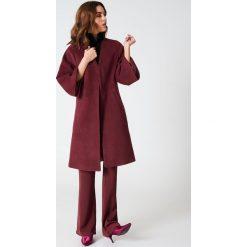 Płaszcze damskie pastelowe: Hannalicious x NA-KD Płaszcz z rękawami kimono – Red