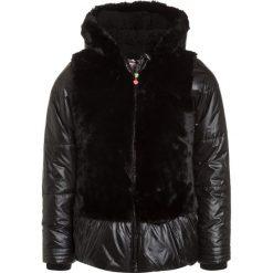 Billieblush Kurtka zimowa schwarz. Czarne kurtki chłopięce zimowe Billieblush, z materiału. W wyprzedaży za 303,20 zł.