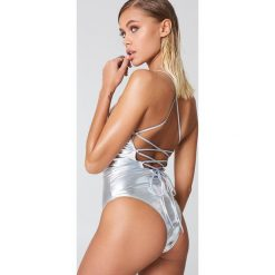 Bielizna damska: NA-KD Swimwear Jednoczęściowy kostium kąpielowy sznurowany z tyłu - Silver