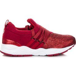 STYLOWE OBUWIE DZIECIĘCE - odcienie czerwieni. Czarne buciki niemowlęce marki KYLIE, z jeansu. Za 29,90 zł.