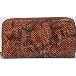 Answear - Portfel skórzany. Brązowe portfele damskie ANSWEAR, z materiału. W wyprzedaży za 89,90 zł.