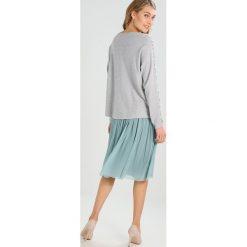 Swetry klasyczne damskie: Soyaconcept DOLLIE Sweter light grey melange