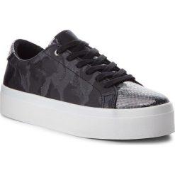Sneakersy GUESS - FLFHL3 FAB12 BLACK. Czarne sneakersy damskie Guess, z materiału. Za 489,00 zł.