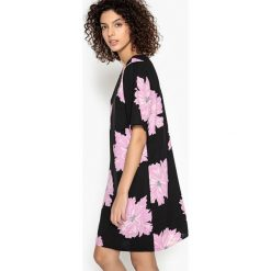 Sukienki hiszpanki: Prosta, krótka sukienka w kwiaty z krótkim rękawem