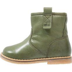 Froddo Botki dark green. Zielone botki damskie na zamek Froddo, z materiału. W wyprzedaży za 239,20 zł.