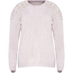 Beżowy Sweter Two Princes. Brązowe swetry klasyczne damskie Born2be, l, z koronki, z okrągłym kołnierzem. Za 79,99 zł.