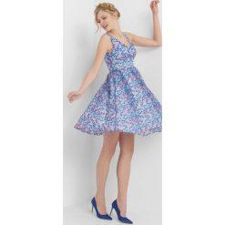 Sukienki hiszpanki: Rozkloszowana sukienka w kwiaty