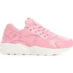 Różowe Buty Sportowe Pink Candy. Czerwone buty sportowe dziewczęce marki Born2be, z okrągłym noskiem, na sznurówki. Za 69,99 zł.