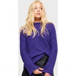 Sweter z rozszerzanymi rękawami - Fioletowy. Fioletowe swetry klasyczne damskie marki Cropp, m. Za 89,99 zł.