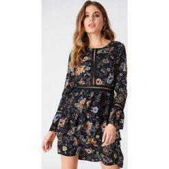 Sukienki hiszpanki: Liquorish Sukienka mini w kwiaty - Black,Multicolor