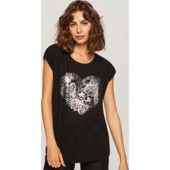 T-shirt z błyszczącym nadrukiem - Czarny. Czarne t-shirty damskie Reserved, m, z nadrukiem. Za 29,99 zł.