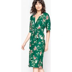 Sukienki hiszpanki: Sukienka w stylu kimono z nadrukiem w kwiaty