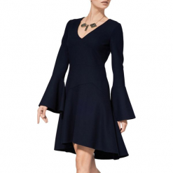 Sukienka w kolorze ciemnoniebieskim. Niebieskie sukienki asymetryczne marki BOHOBOCO, z asymetrycznym kołnierzem, mini. W wyprzedaży za 1439,95 zł.