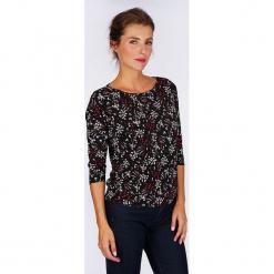 """Koszulka """"Artifices"""" w kolorze czarnym ze wzorem. Czarne t-shirty damskie Scottage, z dekoltem w łódkę. W wyprzedaży za 68,95 zł."""