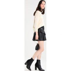 Swetry klasyczne damskie: See u Soon Sweter beige