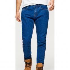 Jeansy COMFORT CARROT - Granatowy. Niebieskie jeansy męskie regular Cropp. Za 99,99 zł.