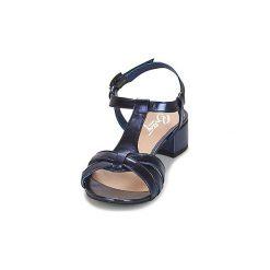 Sandały Betty London  METISSA. Niebieskie sandały damskie marki Betty London. Za 269,00 zł.