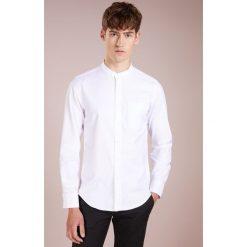J.CREW OXFORD BAND COLLAR Koszula white. Białe koszule męskie marki J.CREW, z bawełny. Za 379,00 zł.
