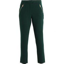 Rurki damskie: Cortefiel SLIM BASIC TROUSERS WITH ZIPPER POCKETS AND ZIPPED HEM Spodnie materiałowe green