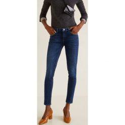 Mango - Jeansy push-up. Niebieskie jeansy damskie Mango, z aplikacjami, z bawełny, z obniżonym stanem. Za 119,90 zł.