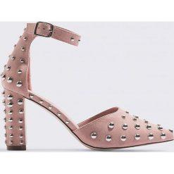 Josefin Ekström for NA-KD Czółenka w szpic zdobione ćwiekami - Pink. Różowe buty ślubne damskie Josefin Ekström for NA-KD. Za 242,95 zł.