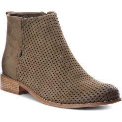 Botki CARINII - B4342/M I43-000-000-C97. Zielone buty zimowe damskie marki Carinii, z nubiku, na obcasie. W wyprzedaży za 239,00 zł.