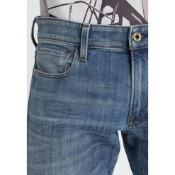 GStar 3301 DECONSTRUCTED SUPER SLIM Jeans Skinny Fit aiden stretch denim. Białe jeansy męskie marki G-Star, z nadrukiem. W wyprzedaży za 375,20 zł.