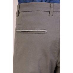 BOSS ATHLEISURE LEEMAN Chinosy medium grey. Czerwone chinosy męskie marki BOSS Athleisure, z bawełny. Za 579,00 zł.