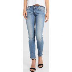 Mustang GINA SKINNY Jeans Skinny Fit strong bleach. Niebieskie jeansy damskie relaxed fit marki Mustang, z aplikacjami, z bawełny. W wyprzedaży za 269,10 zł.