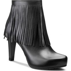 Botki GINO ROSSI - Moska DBG726-N67-E100-9900-0 Czarny. Czarne buty zimowe damskie marki Gino Rossi, ze skóry, na obcasie. W wyprzedaży za 299,00 zł.