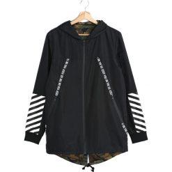 Czarna Kurtka Walking Away. Czarne kurtki męskie marki Born2be, l, z aplikacjami, z dresówki. Za 99,99 zł.