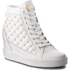 Sneakersy GUESS - FLFRR3 LEA12 WHITE. Czarne sneakersy damskie marki Guess, z materiału. Za 719,00 zł.