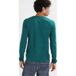 Swetry klasyczne męskie: Minimum DURHAM  Sweter green