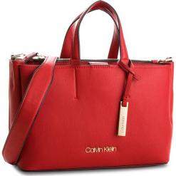 Torebka CALVIN KLEIN - Step Up Medium Tote K60K604291  627. Czerwone torebki klasyczne damskie Calvin Klein, ze skóry ekologicznej. Za 699,00 zł.