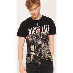 T-shirt z nadrukiem Night life - Czarny. Czarne t-shirty męskie z nadrukiem marki B'TWIN, na jesień, m, z elastanu. Za 39,99 zł.