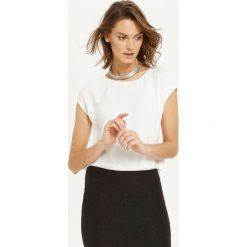 BLUZKA KRÓTKI RĘKAW. Białe bluzki asymetryczne Top Secret, eleganckie, z krótkim rękawem. Za 34,99 zł.
