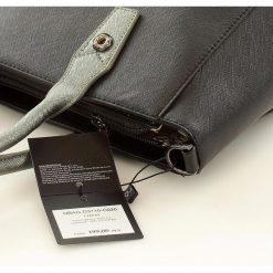 Elegancki kuferek do pracy czarna LILLIAN. Czarne kuferki damskie Nobo, w paski, ze skóry ekologicznej, na ramię. Za 149,00 zł.