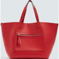 Czerwona torba shopper z suwakiem. Czerwone shopper bag damskie Pull&Bear. Za 69,90 zł.