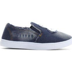 Granatowe Slip On Rabbit's Carrot. Niebieskie buty sportowe dziewczęce marki Born2be, z denimu, z okrągłym noskiem. Za 29,99 zł.