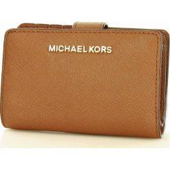 Markowy portfel MICHAEL KORS - JET SET TRAVEL- luggage. Brązowe portfele damskie Michael Kors, ze skóry. Za 450,00 zł.