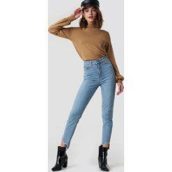 NA-KD Jeansy slim z wysokim stanem - Blue. Niebieskie spodnie z wysokim stanem NA-KD, z jeansu. Za 202,95 zł.
